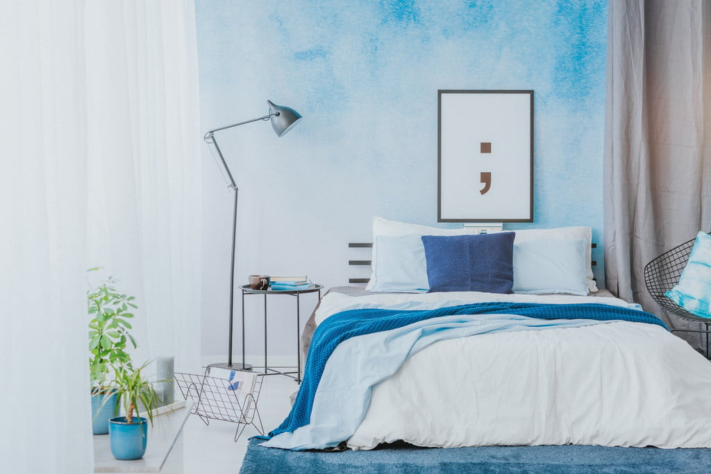 bedroom with ombre walls