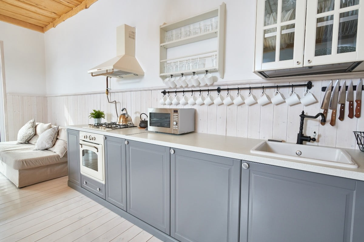How to paint your kitchen cabinets the right way | 21Oak