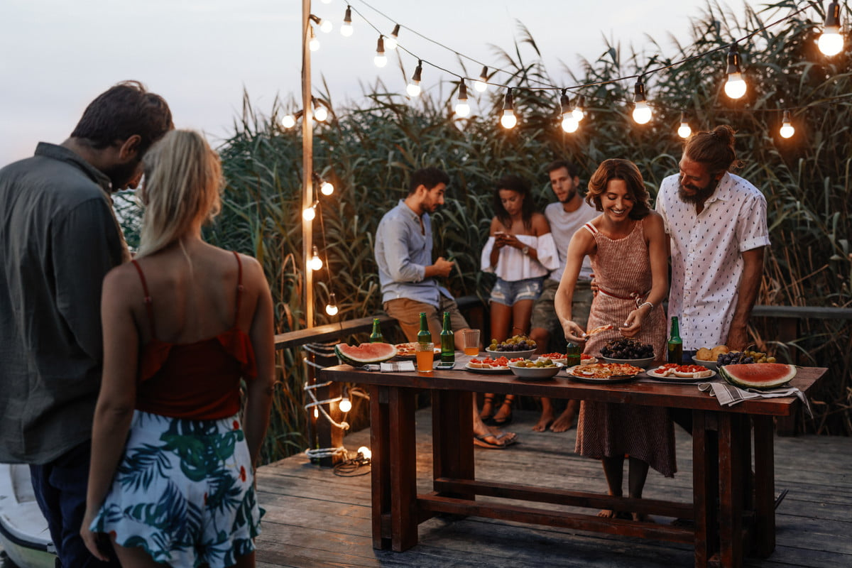 Do these 7 things to keep bugs away from your next party | 21Oak