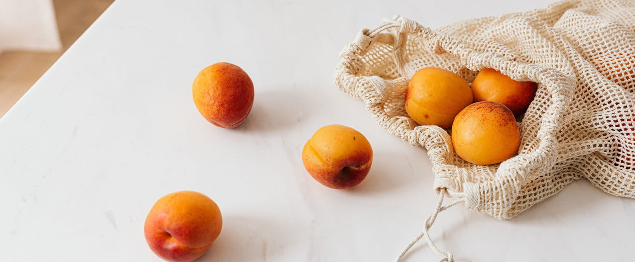 Apricots in a reusable shopping bag