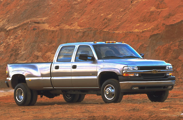 torque camionetas chevrolet 2001 silverado hd one ton pickup with duramax 6 6l turbo diesel v 8 engine  rated at 520 lb ft of