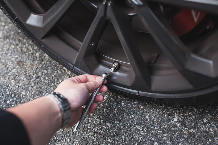 la presion de neumaticos 2017 dt how to check your tire pressure photos by chris chin 5 700x467 c