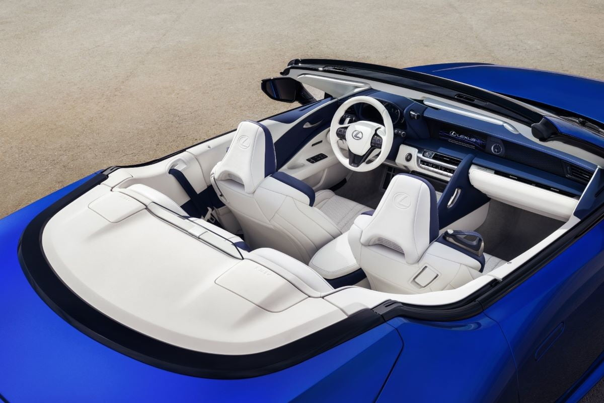 Vista superior de Lexus LC 500 descapotable