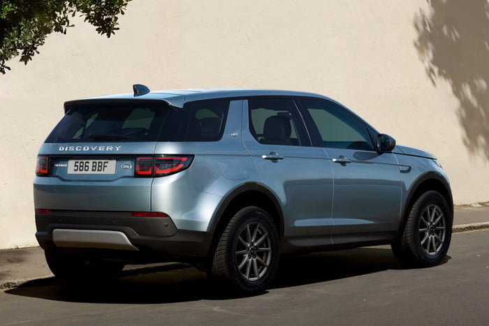 land rover discovery sport 2020 hyperfocal 0 66 700x467 c
