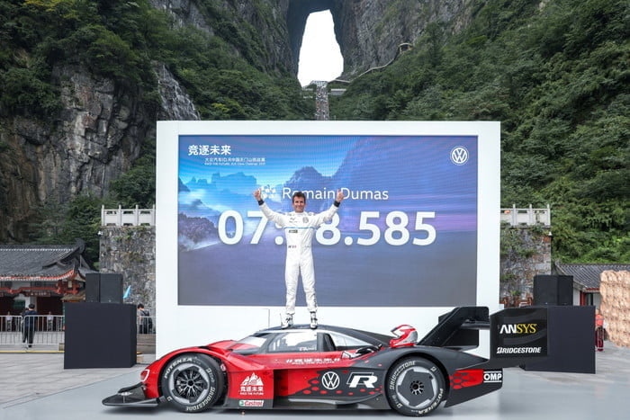 volkswagen id r electrico china record tianmen mountain 2019 large 10120 700x467 c