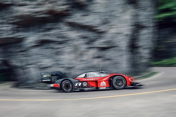 volkswagen id r electrico china record tianmen mountain 2019 large 10121 700x467 c
