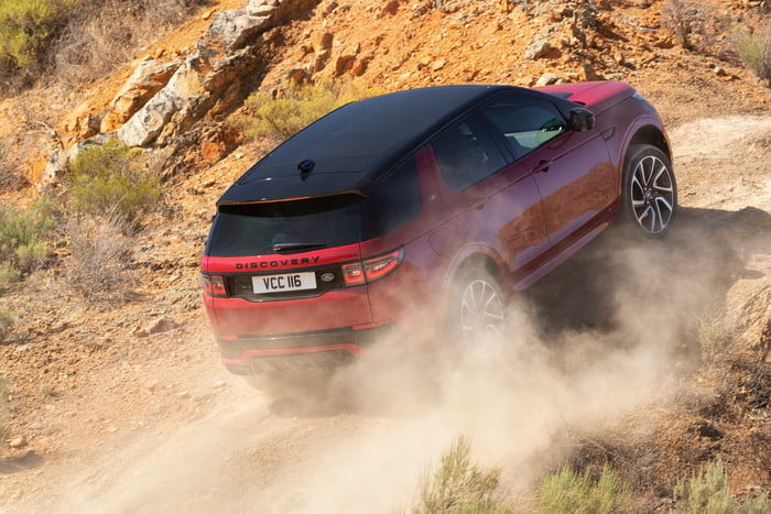 land rover discovery sport 2020 lrds20myoffroadnd210519004 700x467 c