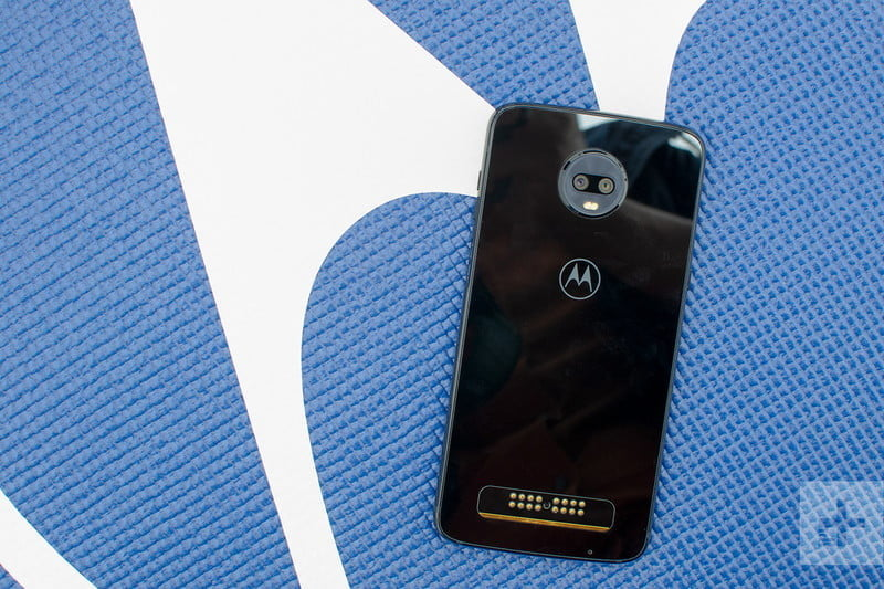 revision moto z3 play hands on against logo 800x533 c