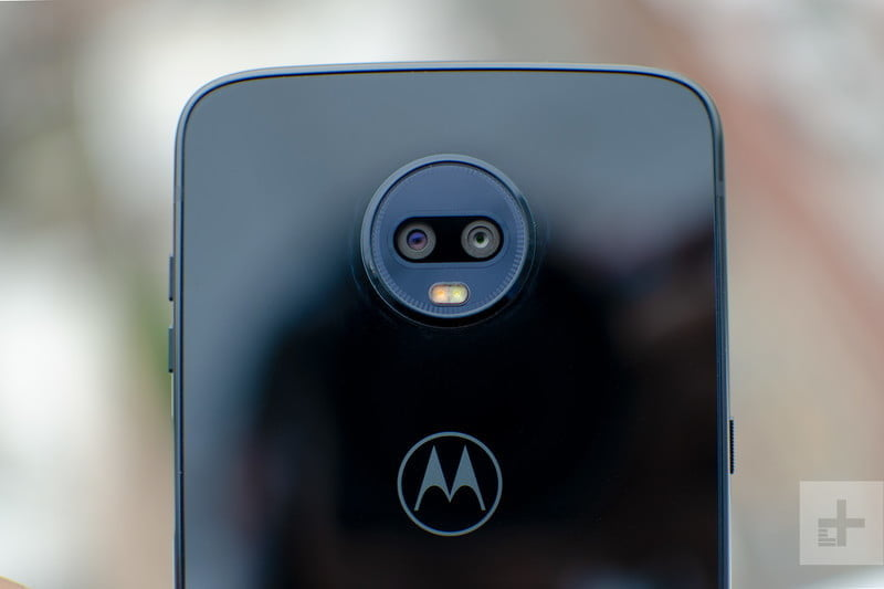 revision moto z3 play hands on camera lens 800x533 c
