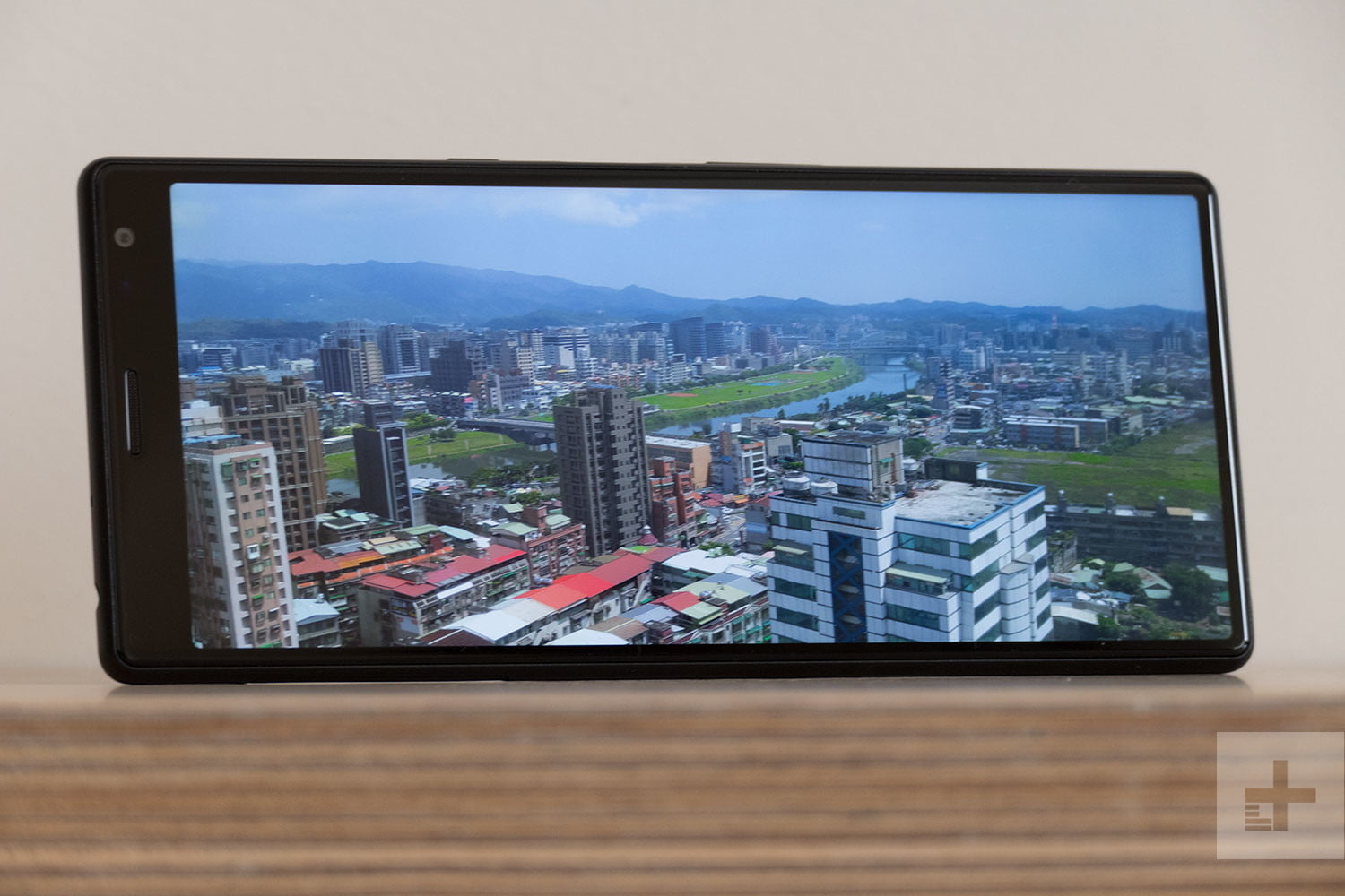 revision sony xperia 10 plus review