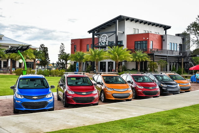 gm compromiso 2023 vehiculos electricos the chevrolet bolt ev media program at babcock ranch friday july 21 2017 on floridas