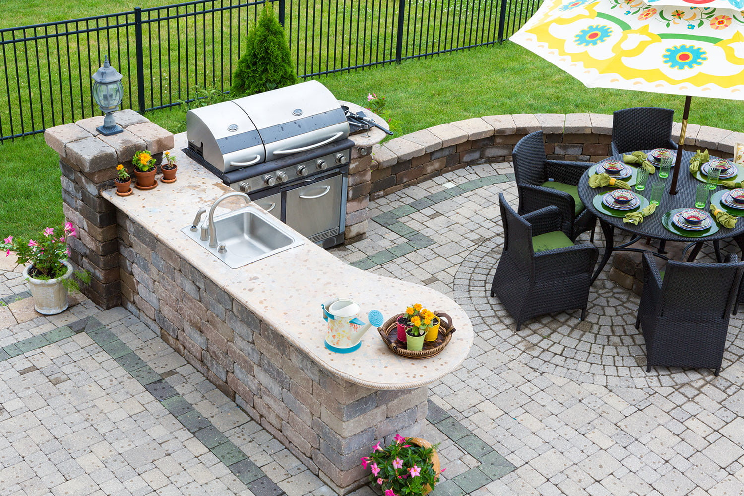Great outdoor kitchen ideas for small spaces   HappySprout