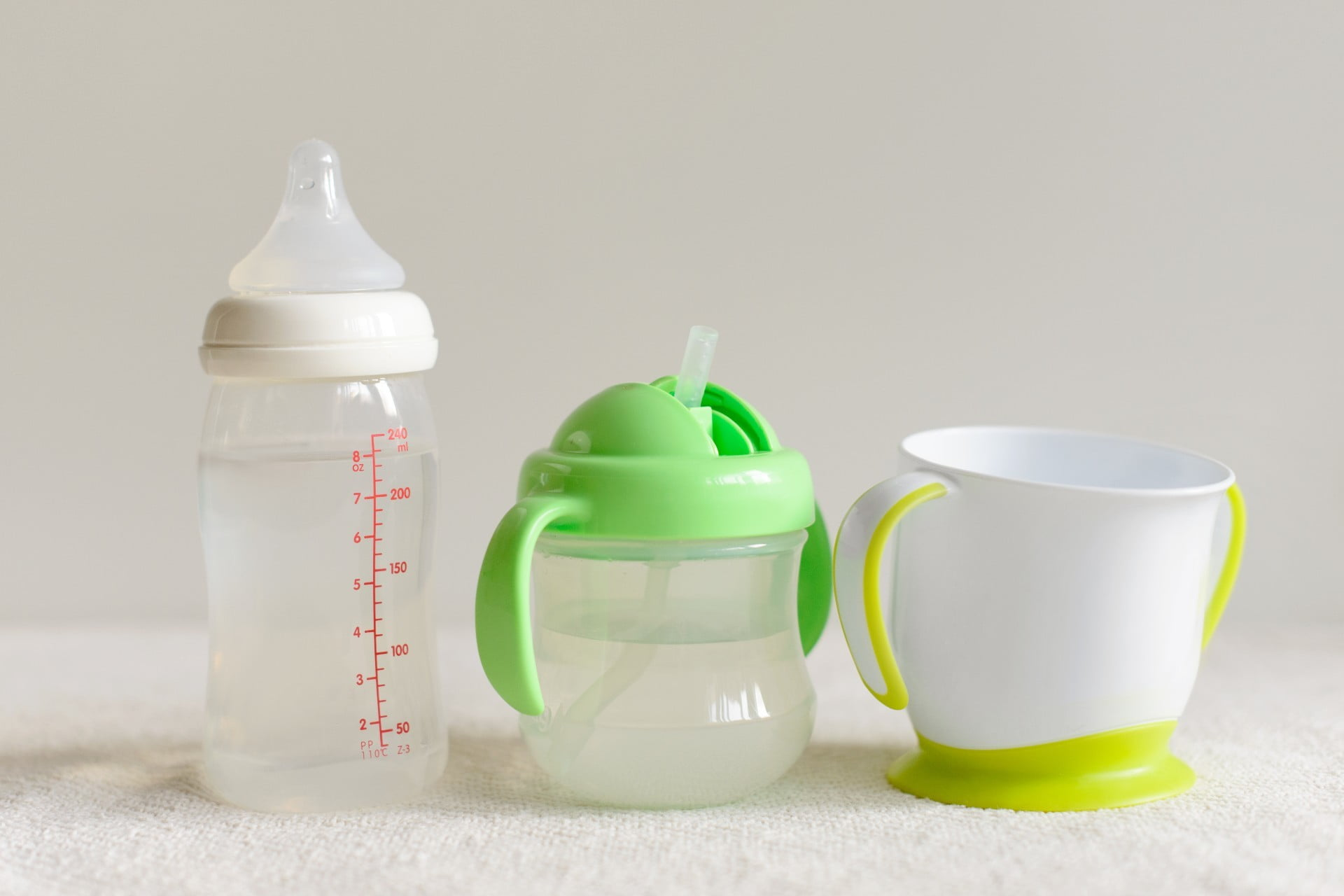 How to Transition Your Baby From a Bottle Seamlessly | NewFolks