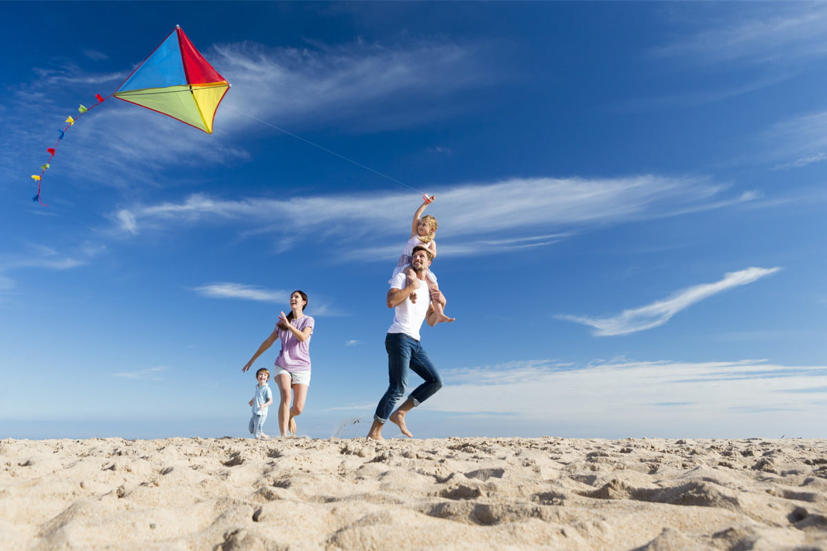 How to Fly Kites with Kids for First-Timers | NewFolks